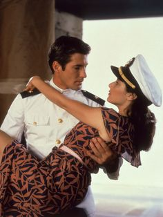 The 50 Most Romantic Movies of All Time - An Officer and a Gentleman-Richard Gere, Deborah Source by malcolm_dunn - Gentleman Movie, An Officer And A Gentleman, Famous Novels, Wedding Playlist, Love Scenes, Scenes From Movies, Movie Couples, Famous Couples, Hollywood