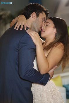 """#JaneTheVirgin 1x09 """"Chapter Nine"""" - Rafael and Jane"""
