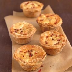 Ricardo's recipe for Mini Meat Pies will have you singing for more. Mini Pie Recipes, Wine Recipes, Curry Recipes, A Food, Good Food, Food And Drink, Tortiere Recipe, Minis, Ricardo Recipe