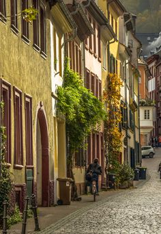 Cobblestones and colors await in Heidelberg, Germany. Discover the many reasons why this city is one of the best fall travel destinations.