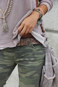 Camo Jeans Outfit, Army Jacket Outfits, Camo Outfits, Casual Outfits, Fashion Outfits, Womens Fashion, Camo Fashion, Moda Outfits, Military Fashion