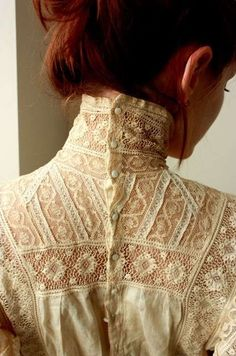 button up high collar ♥ I have wanted a Victorian blouse for years… - Edwardian Fashion Style Édouardien, Mode Style, Moda Vintage, Vintage Mode, Vintage Style, Vintage Beauty, Vintage Inspired, Retro Vintage, Edwardian Fashion