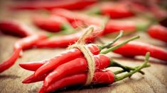 Шкала Сковилла Red Chili Peppers, Cayenne Peppers, Spicy Chili, Nutrition, Foods To Eat, Stuffed Hot Peppers, Spicy Recipes, Superfoods, Hot Sauce