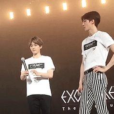 "EXO'luXion 150620 : Sehun completing Baekhyun's ""L"""