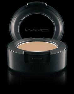MAC Cosmetics: Studio Finish SPF 35 Concealer in NC15