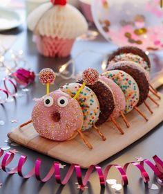 Confetti Cake Roll – Appetizer Recipes - New ideas Kids Party Snacks, Party Desserts, Dessert Recipes, Cake Recipes, Bolo Original, Food Humor, Cute Food, Creative Food, Food Art