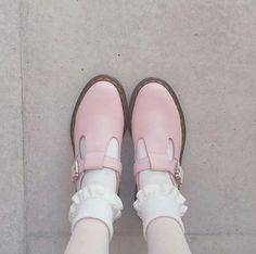 Dr. Martens: The Polley Shoe in Bubblegum Virginia