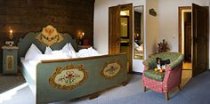 Zimmer Tirol Süd Renovierte, traditionelle Zimmer im Stammhaus aus dem Jahre 1926. Toy Chest, Storage Chest, Toddler Bed, Cabinet, Furniture, Home Decor, Remodels, House, Child Bed