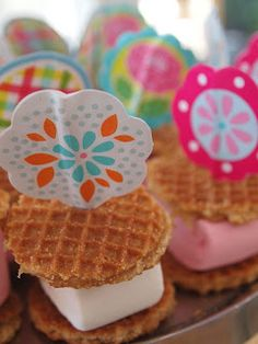 Ella favorite cookie (we call them dutch cookies lol) School Birthday Treats, School Treats, Party Sweets, Party Snacks, Little Presents, Happy Foods, High Tea, Kids Meals, Sweet Treats