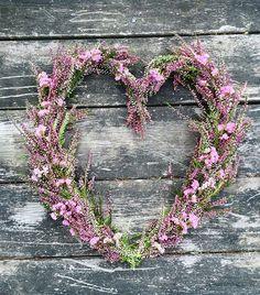 Krans av Ljung!. #höstkrans #ljung #heather #purple #lila #autumnwreath #kranz #krans #wreath #hjärta #heart #pyssel #eco #inspiration #flowerstyles_gf #natur #nature #fiorikransen #ig_sweden