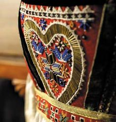 Magasin for Bunad og Folkedrakt Norwegian Clothing, Scandinavian Embroidery, Celtic Culture, Folk Clothing, Folk Fashion, Bridal Crown, Folk Costume, Scandinavian Design, Traditional Outfits