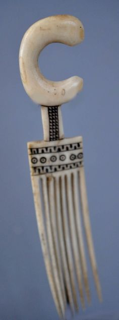 Africa | Hair comb from the Zulu people of South Africa
