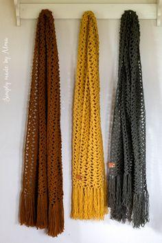 Deze sjaal, naar een patroon van Draad & Praat, krijgt de naam Gaten Sjaal door de opmerkingen van man en zoon. Die bleven maar vol houden dat een sjaal met zoveel gaten nooit warm kan zijn. Ik laat ze maar in de waan ;)