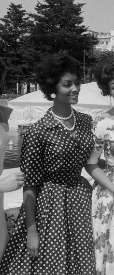Helen Williams, the first black supermodel. 50s polka dot dress