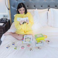 @chelseaoliviaa Menumbuhkan minat baca pada anak itu butuh konsistensi makanya sedari di perut n Pop Up, Coat, Jackets, Instagram, Fashion, Down Jackets, Moda, Sewing Coat, Fashion Styles