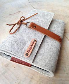Praktischer Organizer aus Designfilz in A5 Format, Geschenkidee für Ihn / gift idea for him: felted organizer with leather straps made by Chiquita Jo via DaWanda.com