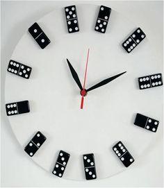 Faça você mesmo um #relógio criativo reutilizando materiais #diy http://catr.ac/p558103