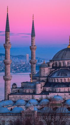 From historic sites to beautiful lakes to ski resorts Istanbul has every mood covered. Here is the list of best day trips from Istanbul. Blue Mosque Istanbul, Istanbul City, Istanbul Travel, Hagia Sophia, Taj Mahal, Beautiful Mosques, Beautiful Places, Beste Reisezeit Thailand, Mekka Islam