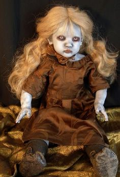 Macabre Gothic Dead Art Dolls by internationally known artist D. Zombie Dolls, Scary Dolls, Creepy Clown, Halloween Doll, Halloween Themes, Halloween Decorations, Porcelain Doll Makeup, Porcelain Dolls For Sale, Porcelain Jewelry