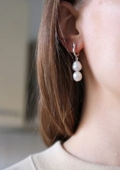 Elegant earrings with two baroque pearls from the South Pacific Sea on each. Choose between 925 sterling silver, or 925 sterling silver plated with 18 carat gold. Pearl Earrings, Drop Earrings, Baroque Pearls, Carat Gold, Accessories Shop, Precious Metals, Designer Shoes, Silver Plate, Sterling Silver
