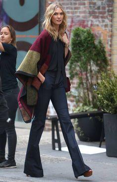 Dans un #style bohème chic, #capes & #ponchos ont largement trouvé leur place depuis l'hiver dernier.... #mode #fashion