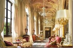 Palazzo della Gherardesca, jetzt das Four Seasons Hotel, Florenz, Italien Four Seasons Hotel, Florence Hotels, Florence Italy, Palazzo, Classic Decor, Classic Interior, Le Living, Living Room, Beautiful Homes