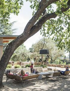 Outdoor living area of the Stillwater Dwellings prefab in Napa Modern Outdoor Living, Outdoor Living Areas, Outdoor Rooms, Outdoor Gardens, Indoor Outdoor, Outdoor Decor, Living Spaces, Outdoor Photos, Living Room
