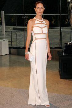 la modelo Erin Wasson, con un vestido blanco con transparencias, de Alexander Wang (colección primavera-verano 2013).