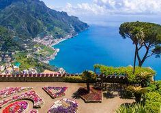 Discover everything there is to see and do in Ravello on the Amalfi Coast: info, hotels, and insider tips! Oh The Places You'll Go, Great Places, Places To Visit, Amazing Places, Positano, Romantic Getaways, Romantic Travel, Amalfi Coast Italy, Places Of Interest