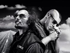 View the #FinalRide w @Theorossi @KimFCoates in FLA @sixbends 12/9 & @SOAAddicts http://sixbends.com/event/sons-of-anarchy/…   #SOAFX