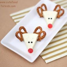 Reindeer Cheese Appetizer {Christmas Party Food}.