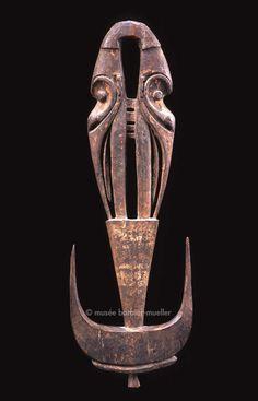 Crochet à deux têtes, Mélanésie, latmul, Papouasie-Nouvelle-Guinée, Province du Sepik de l'Est, moyen Sepik | Arts de Nouvelle-Guinée - Les Musées Barbier-Mueller