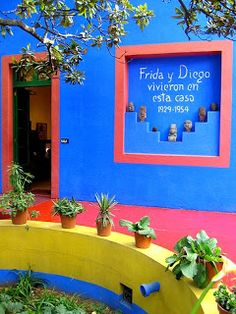 La Casa Azul, Mexico City amazingly artistic home of Frida Kahlo and Diego Rivera, is in Coyoacan, where Maggie's son Tim lives. Mexican Garden, Mexican Art, Mexican Style, Diego Rivera Frida Kahlo, Frida And Diego, Mexican Hacienda, Visit Mexico, México City, World Of Color