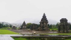 I've forgot what the name for this place or temple… But i still on #dieng #temples #nature #landscape #streetphotography #photography #photoshoot #vacations #vacationtime #trip #travelling #travels