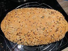 Pâine integrală cu semințe, rețetă simplă și rapidă – Chef Nicolaie Tomescu Dairy, Bread, Cheese, Food, Projects, Brot, Essen, Baking, Meals