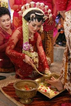 Javanese bride,Javanese traditional wedding procession, Wiji Dadi, the bridegroom stepped on chicken eggs until broken then the bride will wash the feet of the groom with flower water. this process represents a husband and father is responsible for his family.