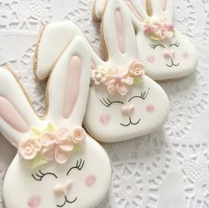 Celebrate Easter with the best Easter cookies. Here are the best Easter Sugar Cookies ideas. These Easter cookies decoration with royal icing are so cute. Easter Cupcakes, Easter Cookies, Easter Treats, Holiday Cookies, Easter Biscuits, Iced Biscuits, Cookies Et Biscuits, Iced Cookies, Cute Cookies