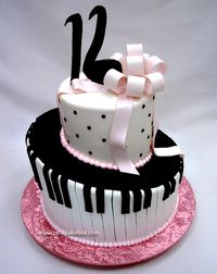 LOVE this cake!!!! This is so what I'm having for my birthday next year.