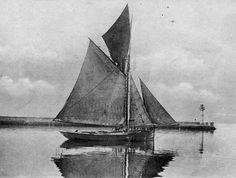 Gabare de cabotage ou de bornage quittant le port de commerce de Brest