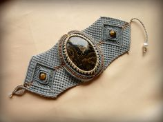 Sing-Royal-Bracelet-with-Stromatolite-Stone-Tiger-Eye-and-Pearl2.jpg (1000×750)