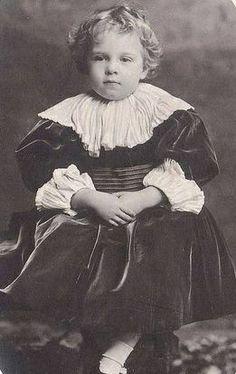 Infante D. Manuel de Portugal, Duque de Beja (1889-1932). Casa Real de Bragança Editorial: Real Lidador Portugal Autor: Rui Miguel
