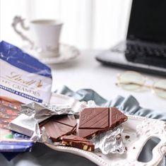 """𝑲𝒂𝒏𝒂𝒆 𝑶𝒔𝒂𝒌𝒂 """"かわいい""""を創るスタイリスト on Instagram: """"リンツから、待望の サマーチョコレートが 本日6/1より登場します。 @lindt_chocolate_japan """"レ・グランデ"""" ブルーベリー&クランベリー * 厚みのあるチョコレートの中には、 たくさんのフルーツやナッツが ゴロッと詰まっています。…"""" Chocolate, Instagram, Food, Essen, Chocolates, Meals, Brown, Yemek, Eten"""
