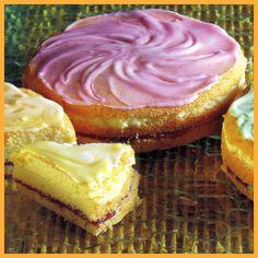 Geburtstagstorten und Johannisbeer-Käsesahne-Torte.  Nach diesem Grundrezept können Sie Mini-Geburtstagstorten für jeden Geschmack backen, die Farbe der Zuckerglasur verrät dabei das Aroma der Füllung  http://www.schlemmereckchen.de/geburtstagstorten/