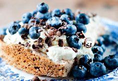 Få vann i munnen av disse norske kakene. Nå er det tid for kakefest! Caesar Pasta Salads, Fika, I Want To Eat, Nom Nom, Muffins, Cheesecake, Food And Drink, Favorite Recipes, Sweets