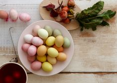 Take the all-natural route and make easy Easter egg dyes using veggies and fruits right in your fridge and pantry. Boil Easter Eggs, Easter Egg Dye, Large Mason Jars, Blueberry Juice, Red Beets, Quail Eggs, Egg Hunt, Boiled Eggs, Plant Decor
