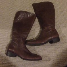 Easy Spirit Brown Leather Boots Gently used Very Good condition boots from Easy Spirit, which means they're cute AND comfortable. Side zipper for easy on/off, pointed toe, and a comfy custom-like fit. Pair with a tunic or chunky sweater and jeans or leggings! Great boot for ladies with wide calves. Note: some scuffs around toe Easy Spirit Shoes Heeled Boots
