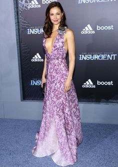 Ashley Judd looked lovely at the premiere in Badgley Mischka. Her purple Spring 2015 floral gown included both a plunging neckline and an equally eye-catching shoulder accent.