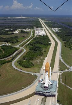 The Space Shuttle Atlantis crawls to the launch pad at Cape Canaveral, August (NASA) Nasa Space Program, Space Launch, Space Projects, Kennedy Space Center, Cape Canaveral, Space Planets, Launch Pad, Air Space, To Infinity And Beyond
