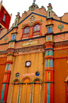 mosquemoe:    Colourful west-african Terracotta Mosque. Porto-Novo, Benin. (photo by Anthony Asael)