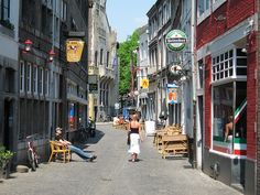Narrow Streets For People 4: Organizing The Street | New World Economics